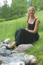 Simone Ronacher am Bach